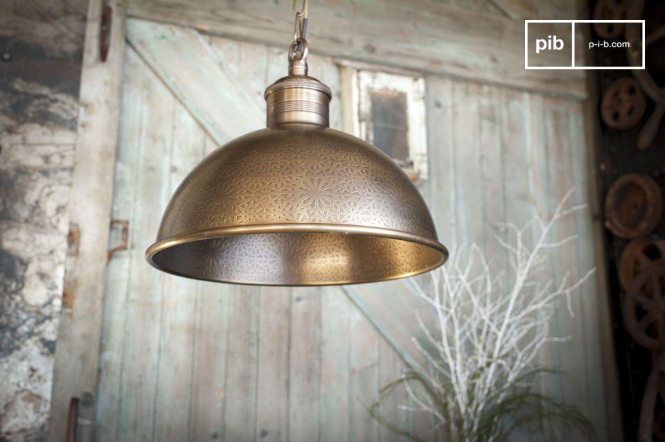 Eccezionale lampada di ispirazione orientale, in ottone cesellato
