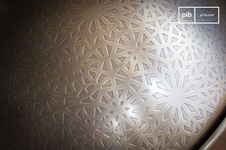 Un mosaico di figure triangolari e quadrilateri in magnifico contrasto con l\'arrotondamento della