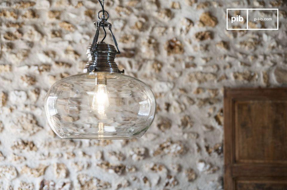 Rotondità e trasparenza al servizio della luce