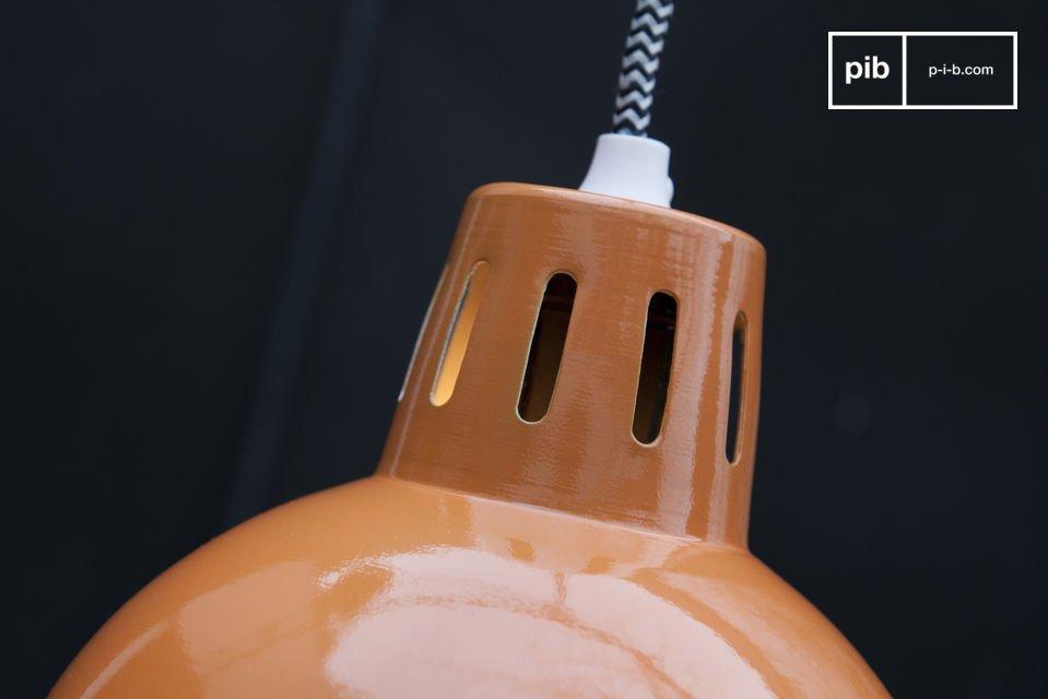 Notate inoltre che il cavo elettrico è ricoperto da un tessuto intrecciato con un motivo a zig zag