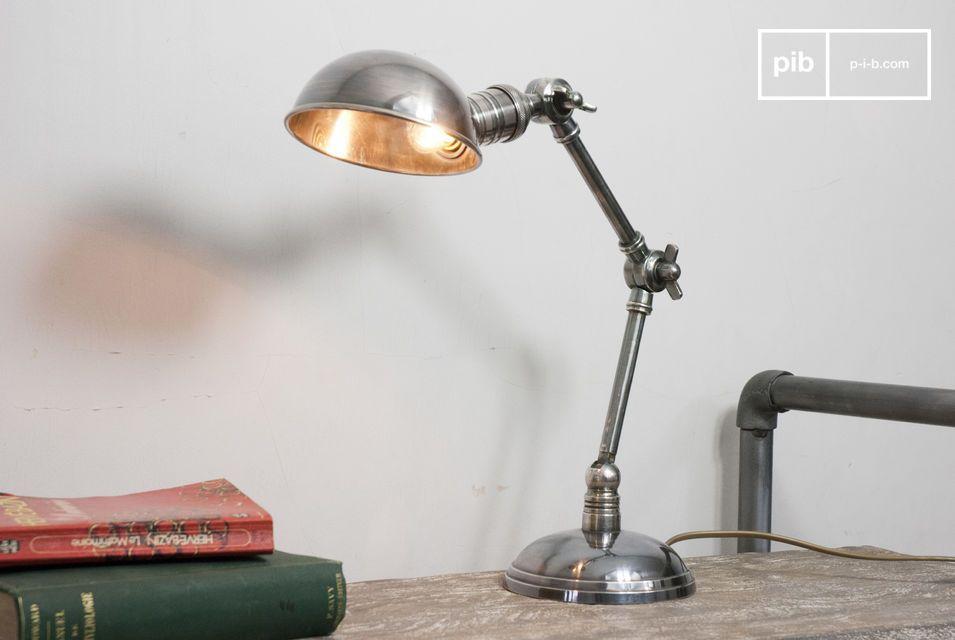 Lampada argentata con doppia articolazione