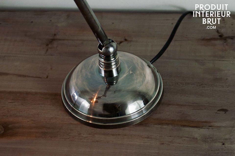 Questa lampada ha linee rotonde ed attraenti