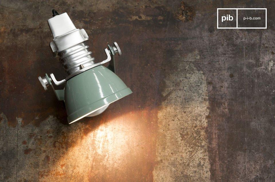 La lampada da muro Sogelys non è solo pratica