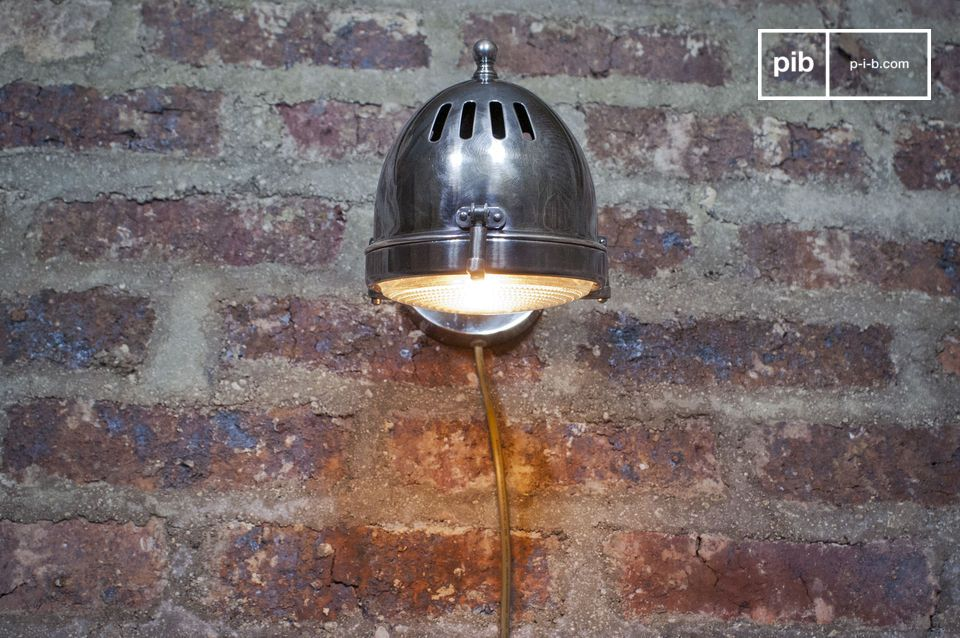 Illuminazione originale da fissare a una parete o a qualunque superficie