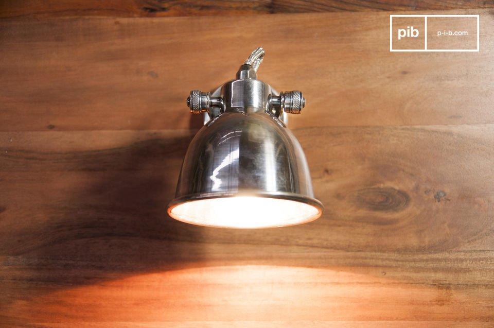 La lampada da parete Bistro è un complemento d\'arredo senza tempo