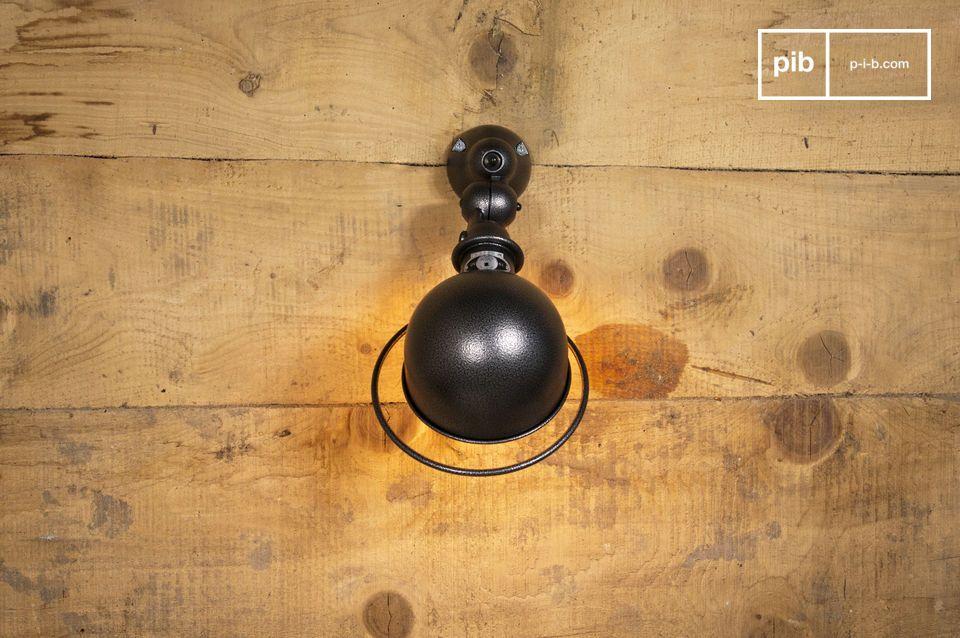 L\' applique con interruttore e montatura è parte della collezione rinnovata Jieldé Loft