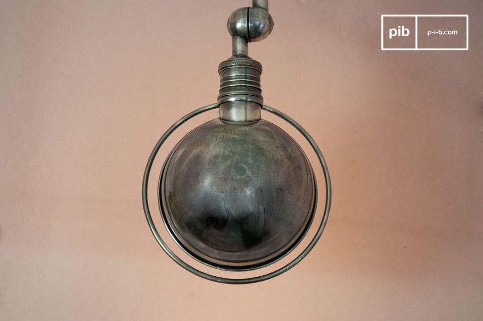 Lo stile Vintage Industrial emerge prorompente da questa lampada con i suoi due bracci articolati