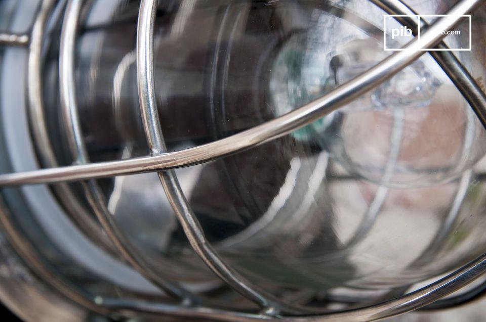 Made in ottone rivestito con una finitura verniciata argento