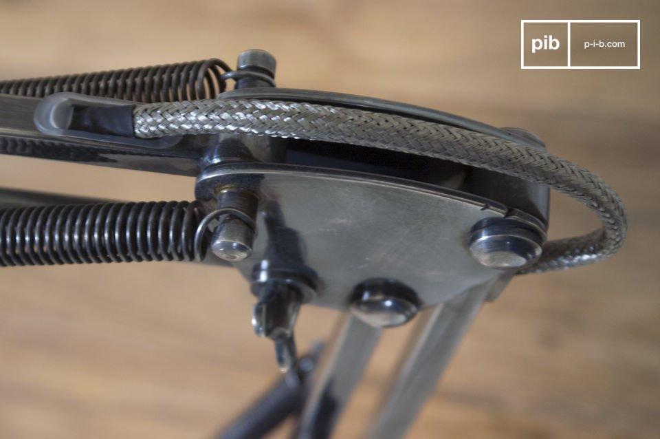 Diametro paralume: 10 cmLunghezza bracci: 2x25cmInteramente realizzata in ottone argentato