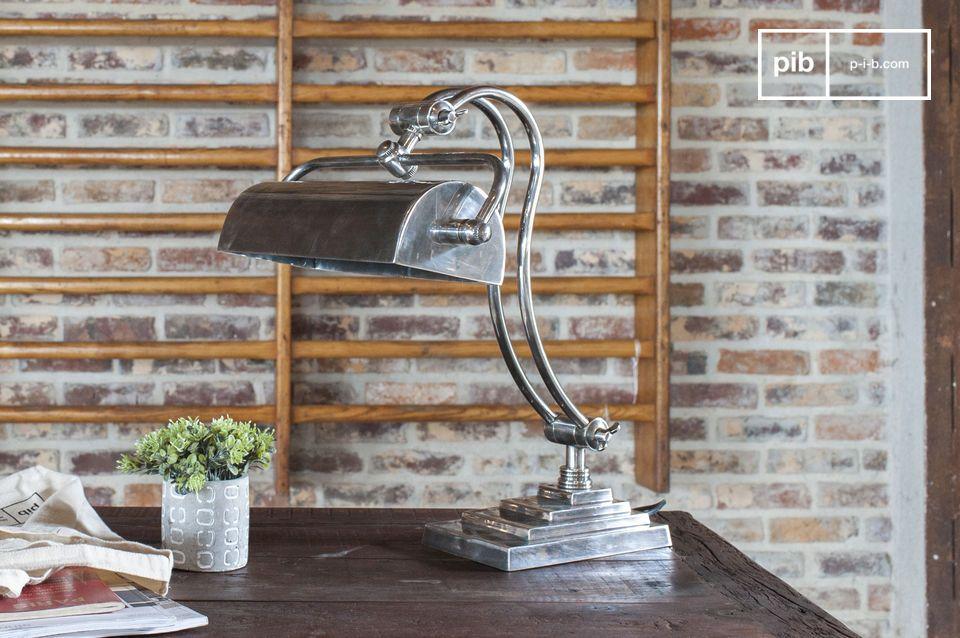 Lampada da tavolo orientabile in elegante stile industriale