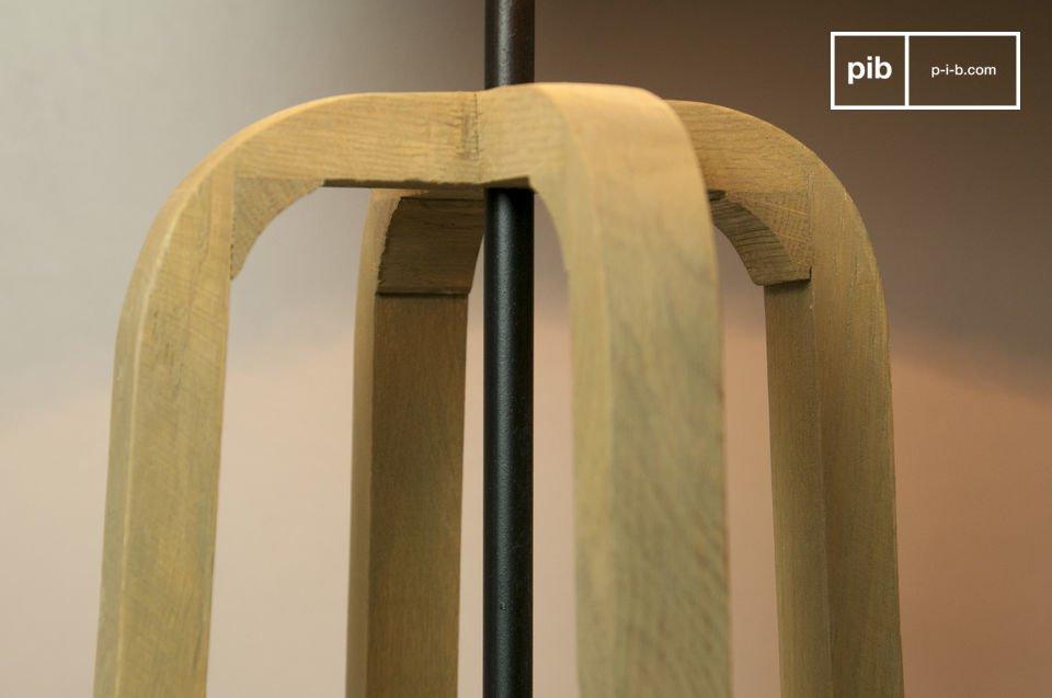 La lampada da tavolo Andersen è piena di charm e degna di portare il nome dello stile Scandinavo