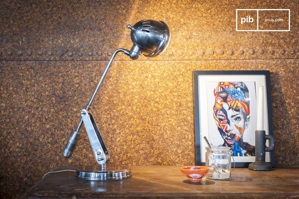 È il caratteristico design industriale che conferisce alla lampada da tavolo Elsa il suo fascino