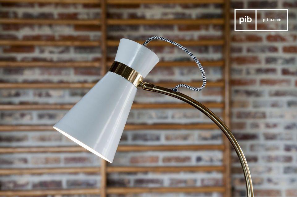 Una lampada da tavolo girevole che unisce spirito vintage e design originale