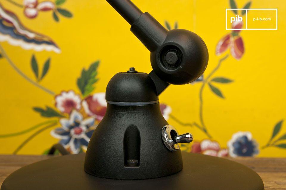 Non potrete non innamorarvi di questa lampada da tavolo