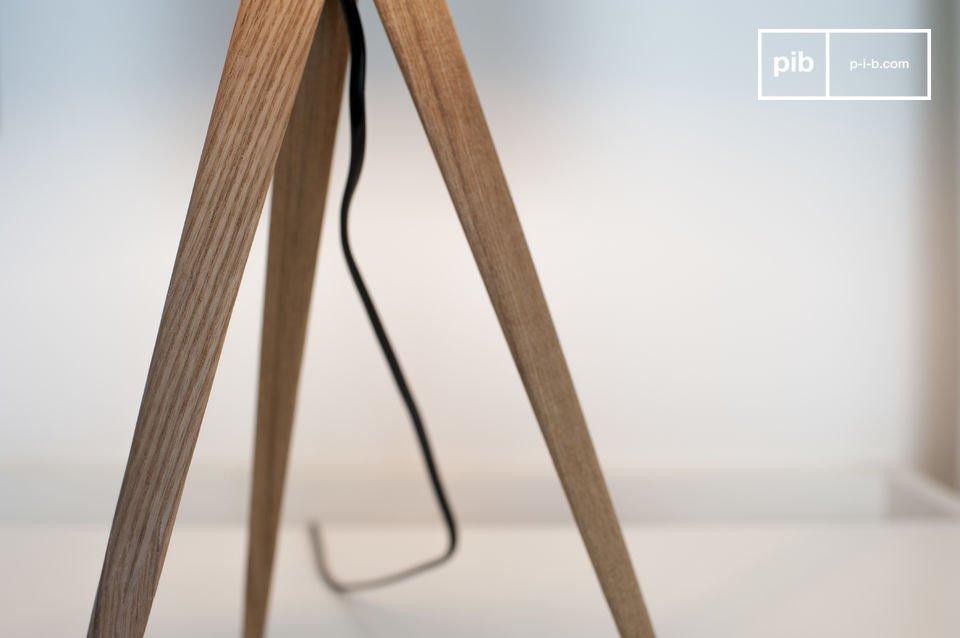 La lampada da tavolo Kavinskï è una bellissimo esempio di design Scandinavo