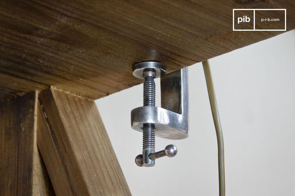 Questa lampada combina il fascino retrò con quello di un apparecchio alogeno moderno