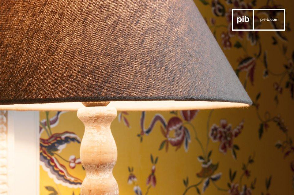 Il fascino del legno invecchiato.  Provvista di paralume.