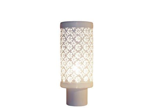 Lampada in porcellana a fiori Foto ritagliata