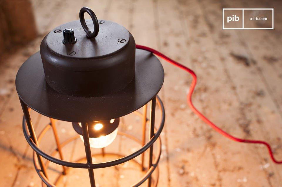 La lampada Nautilus ha un aspetto industriale che si integrerà perfettamente con l\'arredamento di