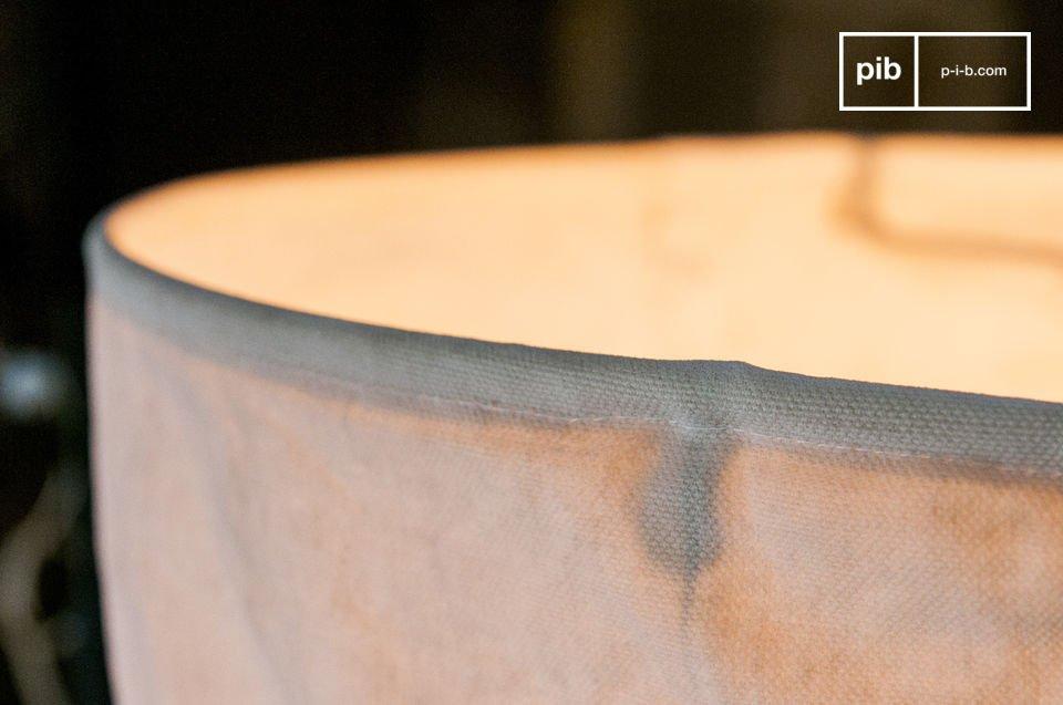 La Lampada Sospesa Newport è un pezzo splendido che porterà in casa tua quell\'aura tipica dei