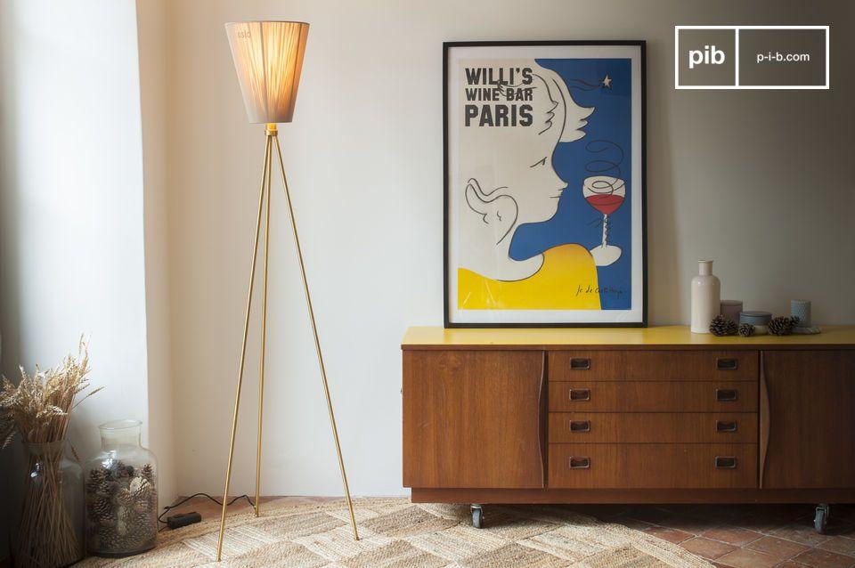 Il designer norvegese Ove Rogne ha concepito la lampada da terra Oslo Wood come un modello modulare