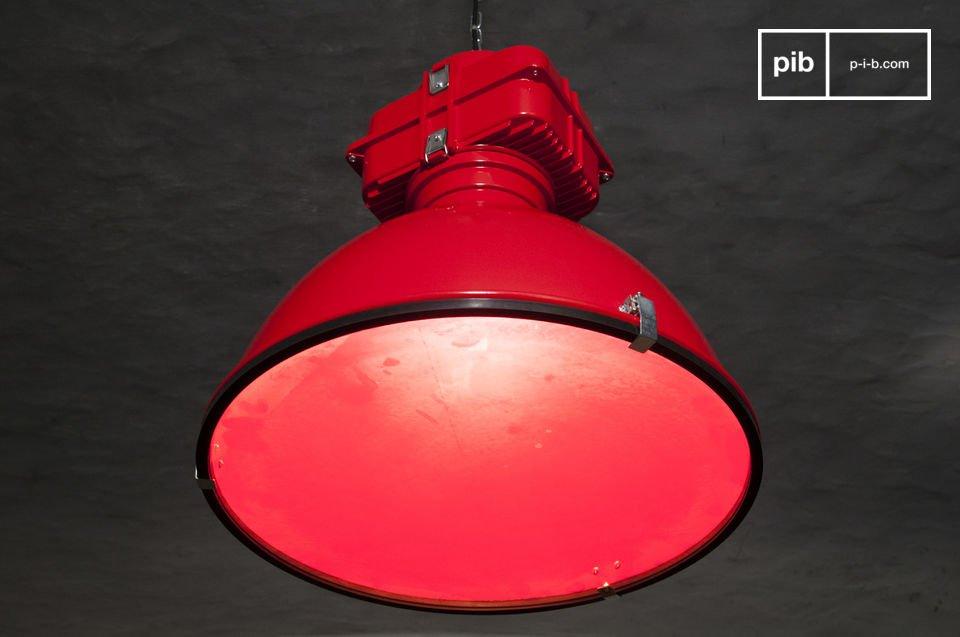 Il lampadario vintage Dock è uno dei nostri prodotti più distintivi per il design di lampade