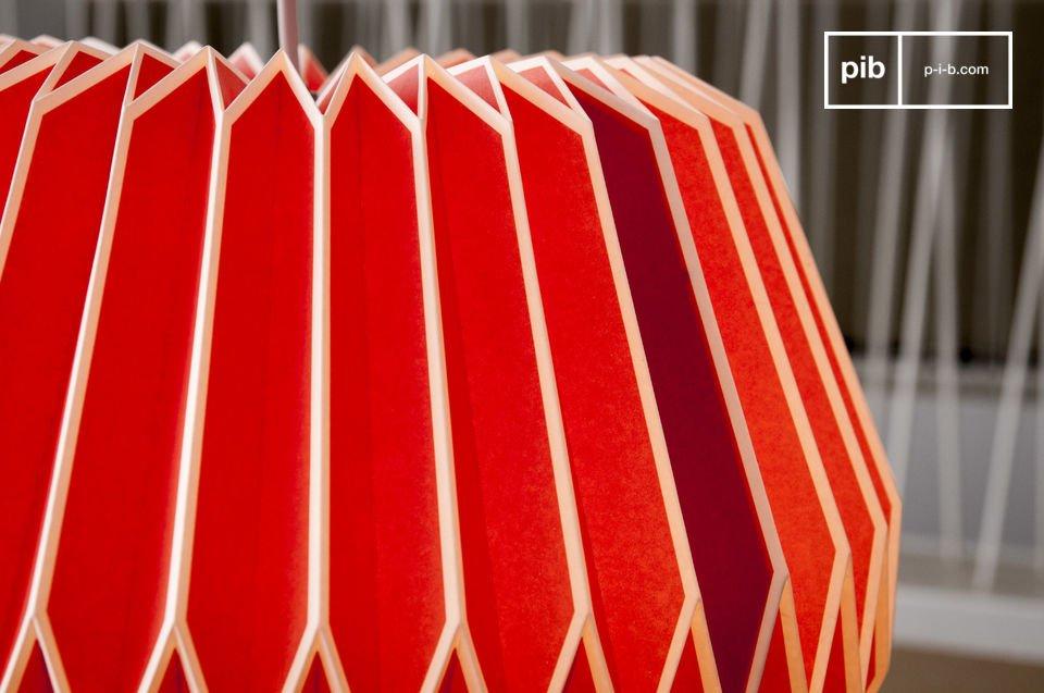 Con le sue linee spigolose e il suo colore acceso, il lampadario Hippy ricorda gli anni 60