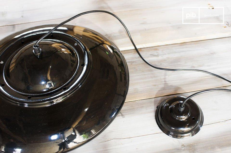 Stile retro per un lampadario sobrio ed elegante