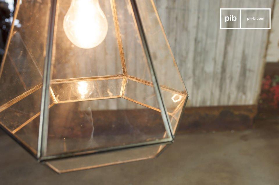Il lampadario in vetro Trapèze porterà un tocco retro a casa vostra