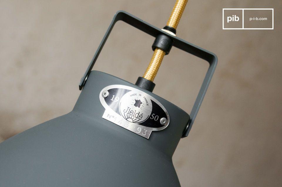 Il lampadario Augustin è un degno rappresentante dello stile industriale delle lampade Jieldé che