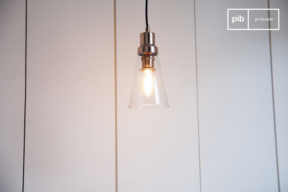 Il lampadario Konsik abbina vetro e rame per un tocco di eleganza senza eguali