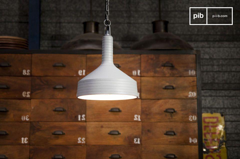 Un lampadario dal design sobrio e dalle linee originali