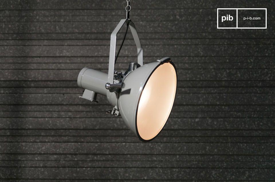 Una lampada da soffitto a proiettore con un tocco di design loft