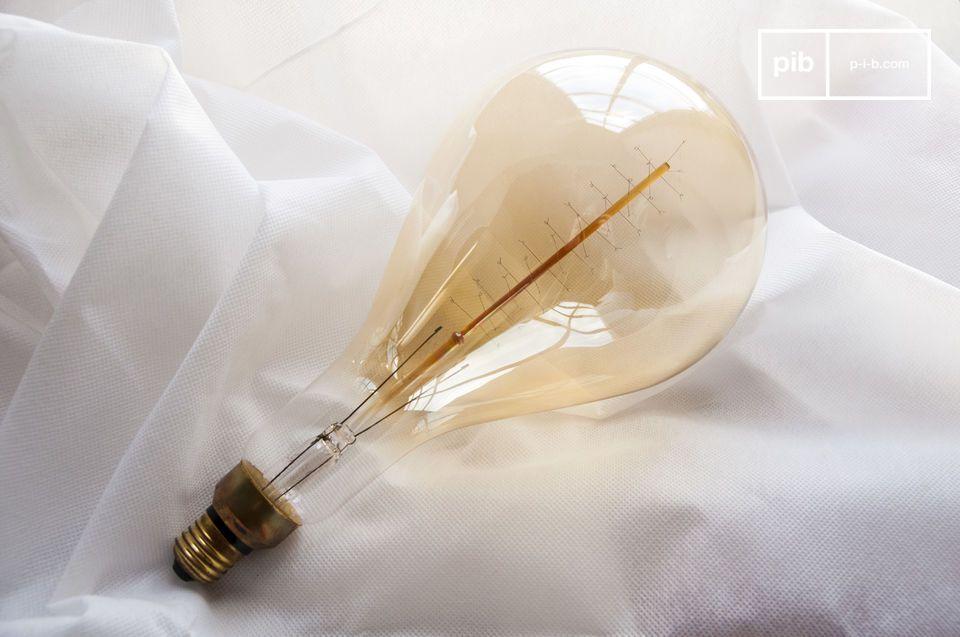 Con una lunghezza di 30 centimetri, questa lampadina è diversa da qualsiasi altra