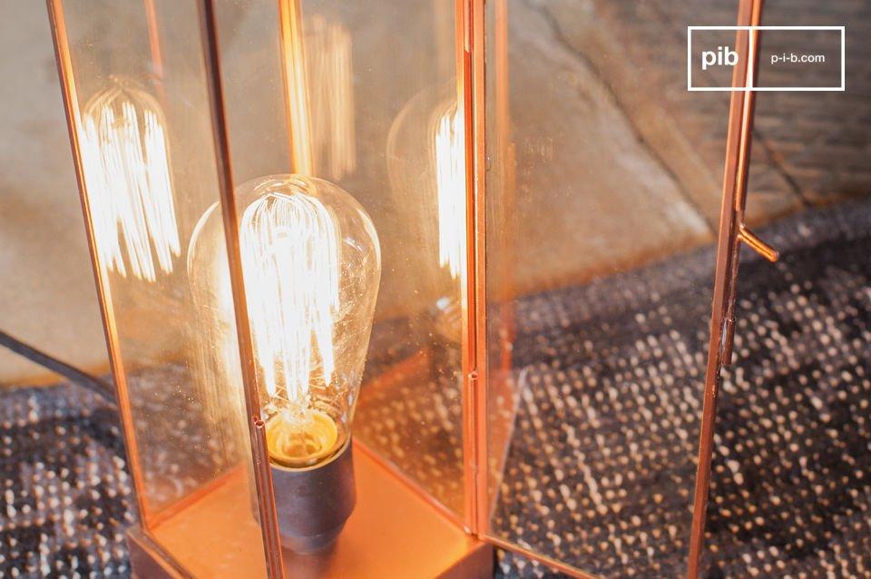 Vetro e rame per una lampada semplice ed elegante