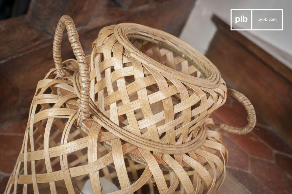 La lanterna in bambù Saïgon ha un\'estetica pulita e senza tempo che le consente di integrarsi in