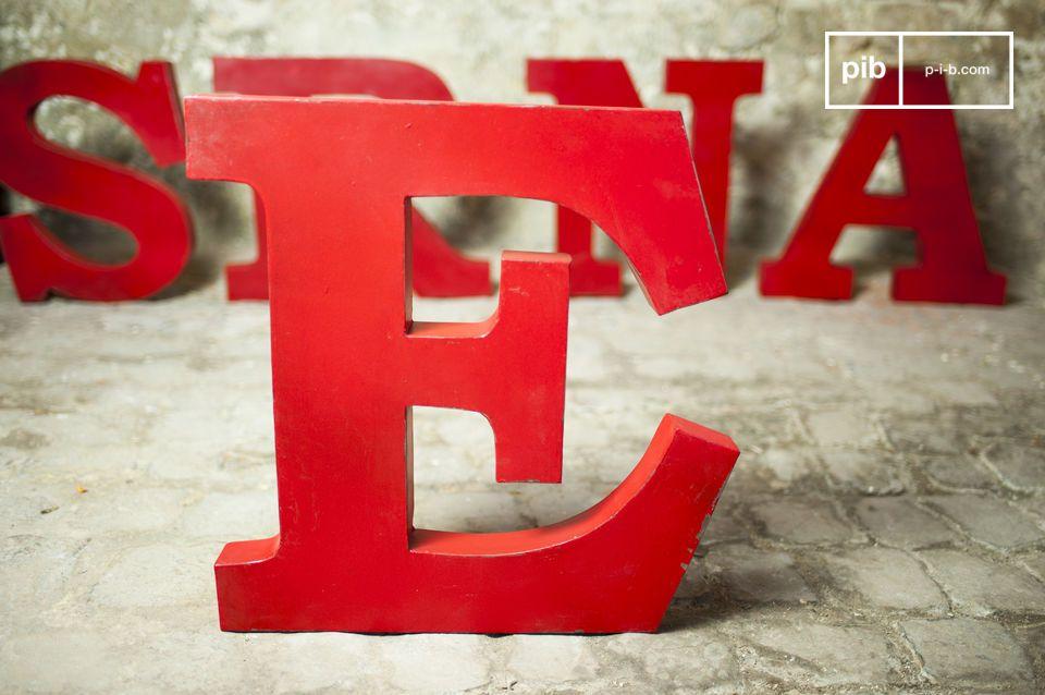 Lettera E decorativa