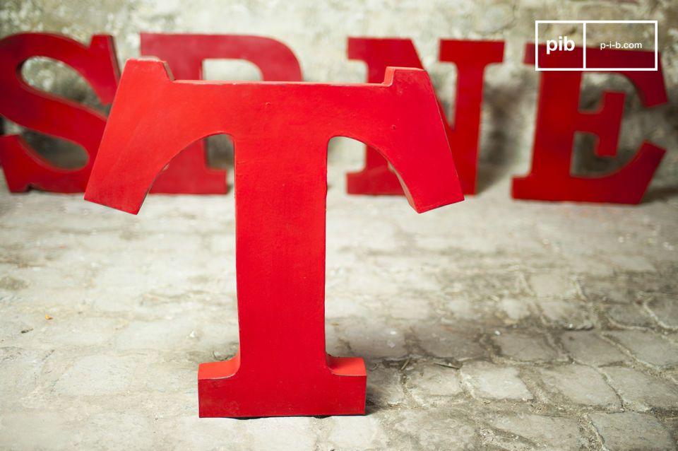 Lettera T decorativa