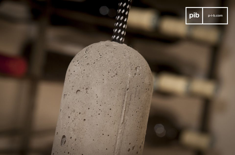 La lampada può facilmente adattarsi all\'altezza del soffitto con il suo filo lungo 3 metri
