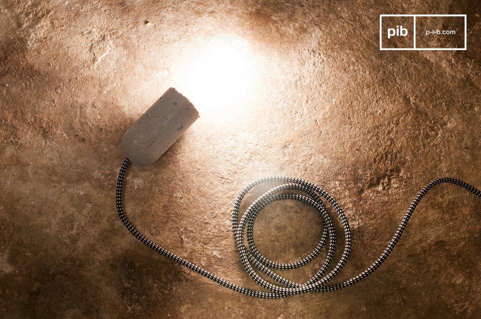 La luce pendente NUD Cemento può essere utilizzata sia da sola che avvolta intorno ad un oggetto