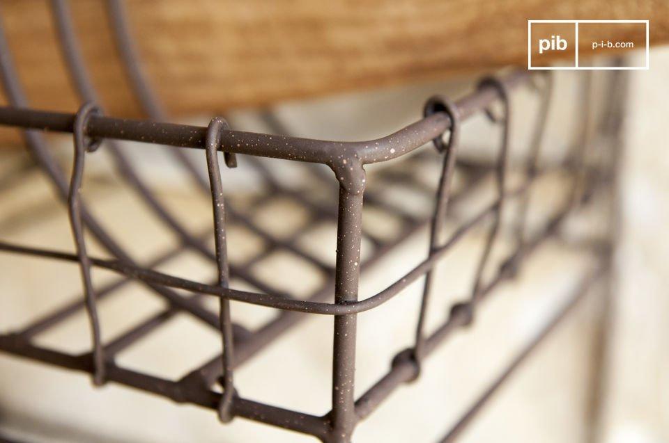 L\' appendiabiti shabby Melina è realizzata interamente in metallo verniciato con un bel marrone
