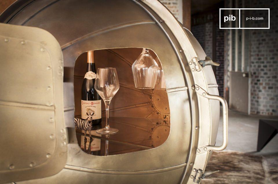 Questo minibar nasce da un\'idea derivata dai globi presenti nelle vecchie fabbriche