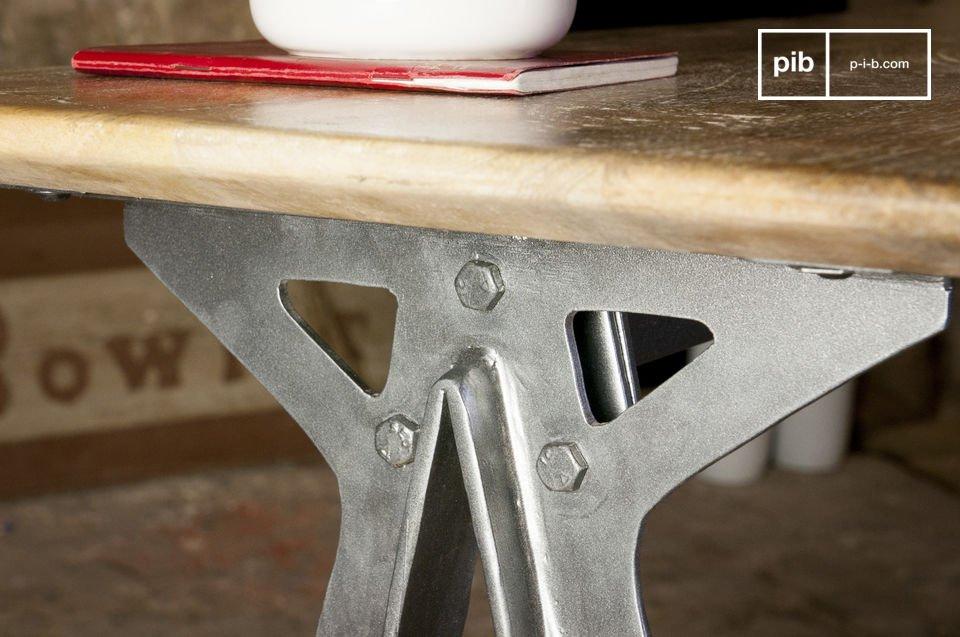 L'alleanza del metallo con il solido legno