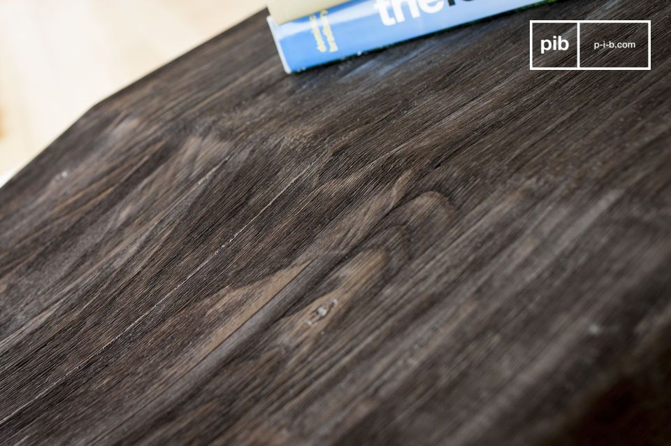 La parte in legno è composta da due parti