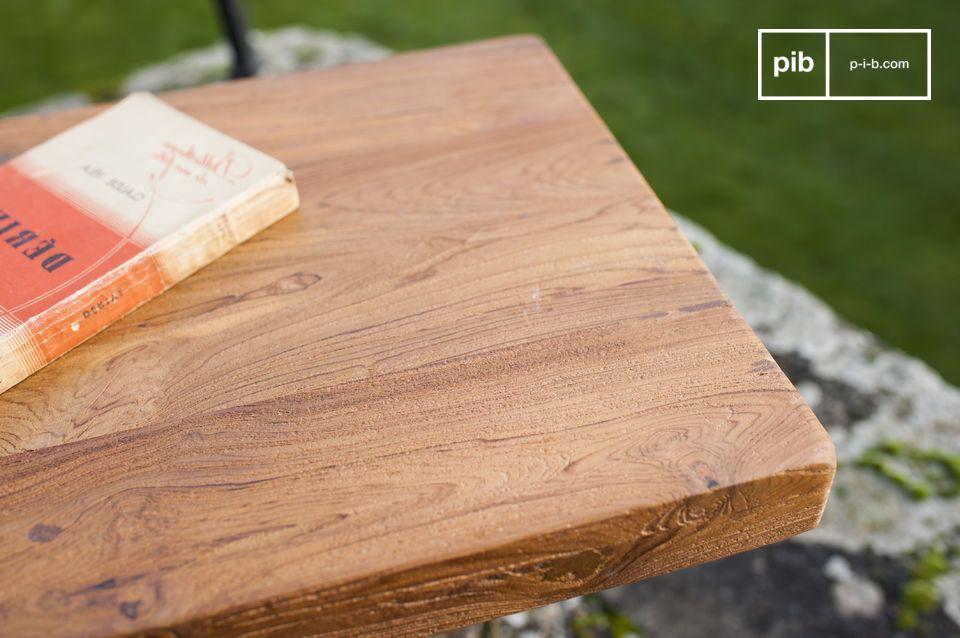 La panca Peterstivy è la perfetta combinazione di una semplice base e un sedile in legno teak