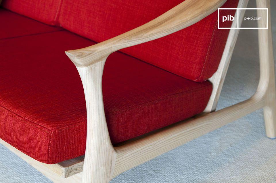 In un colore che contrasta elegantemente con il legno chiaro