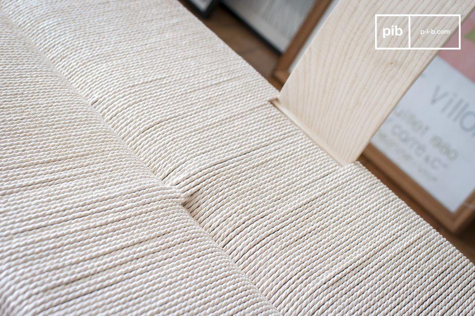 Grazie alla combinazione di materiali naturali e linee ispirate al design degli anni \'50