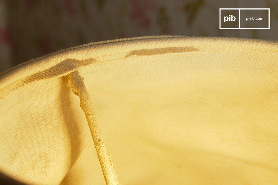 L\'applique shabby Victoria è un accessorio per lampada che oltre a svolgere il suo compito