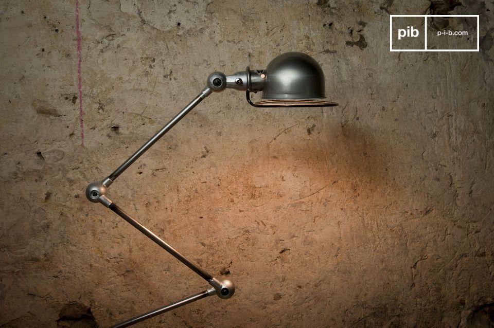 Illuminate i vostri interni con questa lampada metallica, icona del design industriale