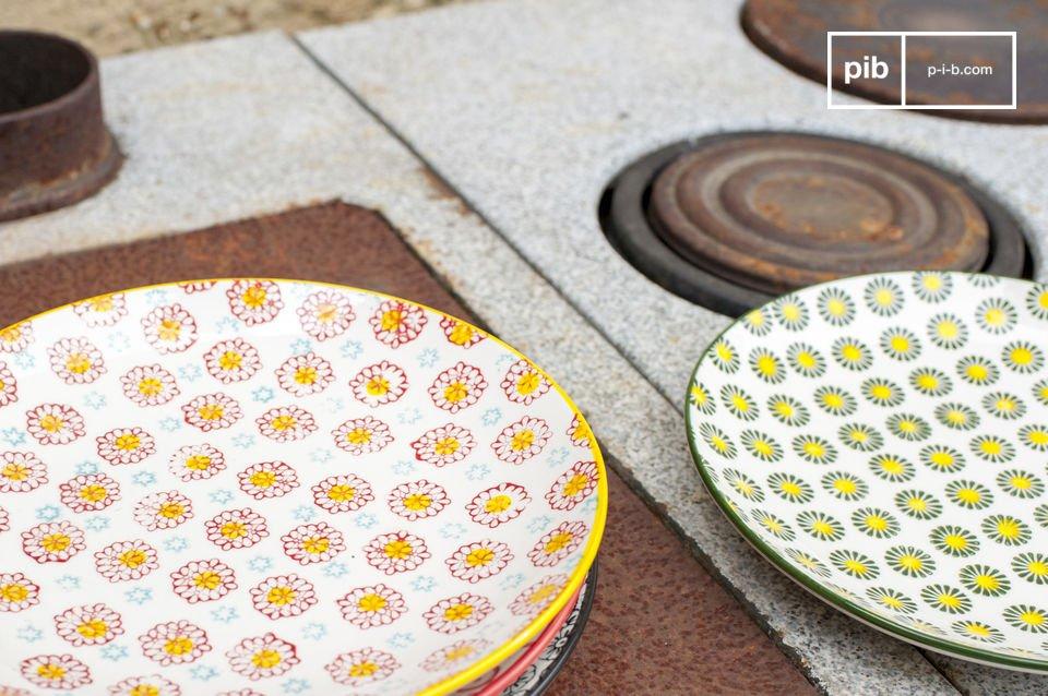 Realizzati in porcellana, questi piatti hanno un diametro di 21